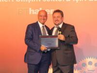 KoçSistem Genel Müdürü Mehmet Nalbantoğlu, Bilişim 500'de 35.Yıl Plaketi Aldı